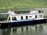 Admiral Houseboats at Sicamous Creek Marina